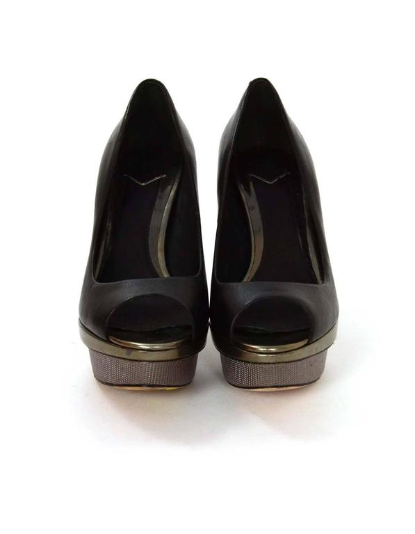 Brian Atwood Black Leather Peep-Toe Platform Pumps sz 6 In Excellent Condition For Sale In New York, NY