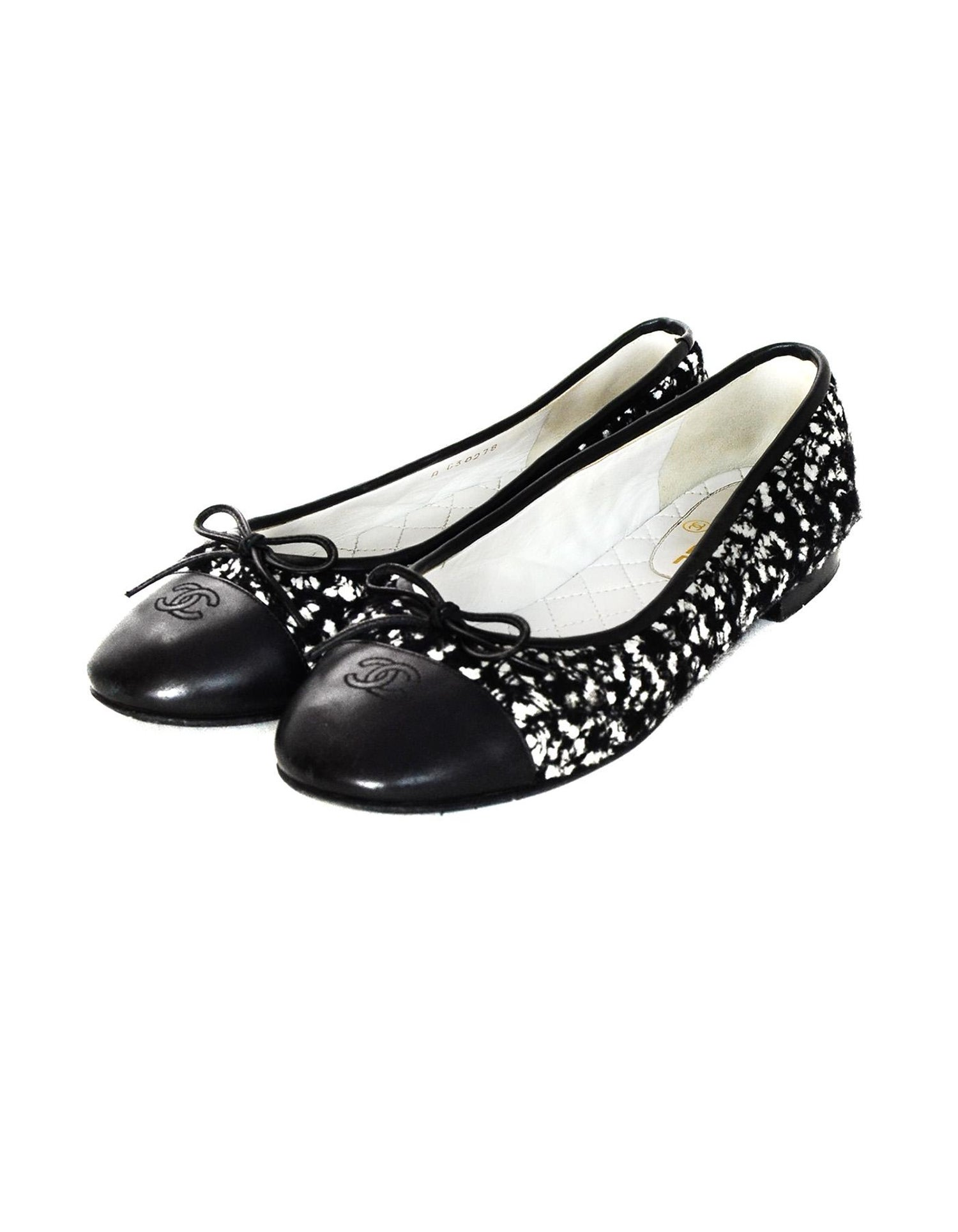 cee22d366 Chanel Black/White Tweed/Leather Cap Toe CC Ballet Flats Sz 39 For Sale at  1stdibs