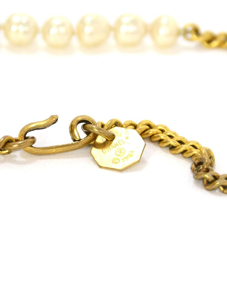 Women's Chanel Vintage '84 Gold Chain & Pearl Necklace For Sale