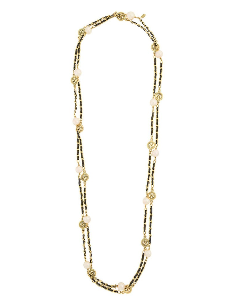 Chanel Vintage '94 Leather Woven Gold Chain Link Necklace In Excellent Condition For Sale In New York, NY