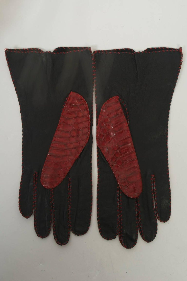 Red Snakeskin Gloves In Excellent Condition For Sale In Alford, MA