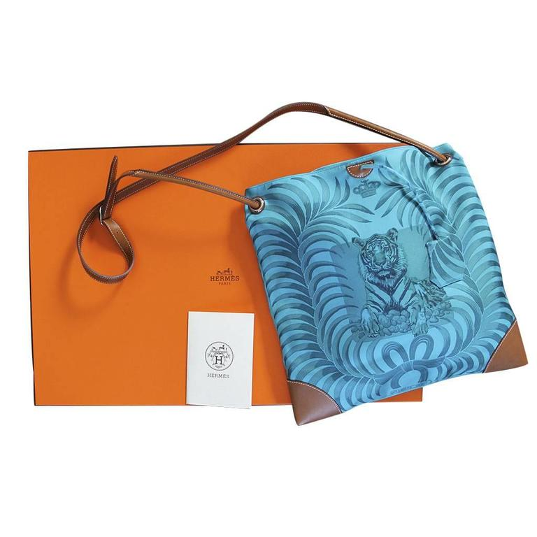 Hermes Sac SilkCity 33 Tigre Royal Limited Edition Tote Bag Purse in Box For Sale 4
