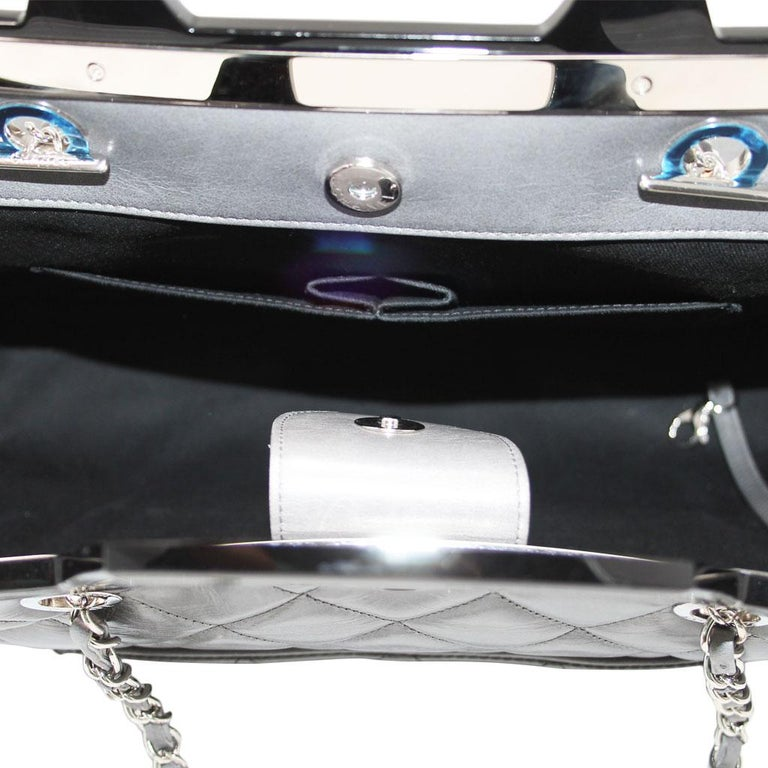 Chanel Black Resin Handle Grey Calfskin Leather Large Shopping Tote For Sale 6