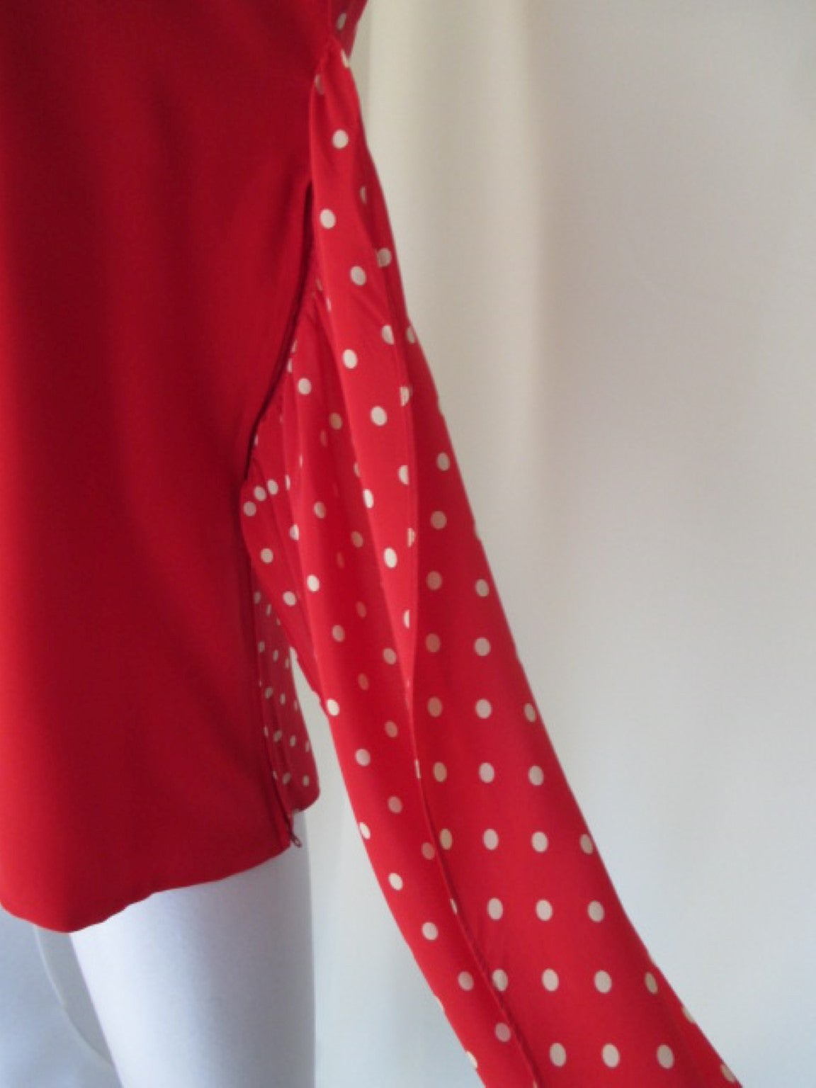 Valentino polka dot red silk blouse  In Excellent Condition For Sale In Amsterdam, NL