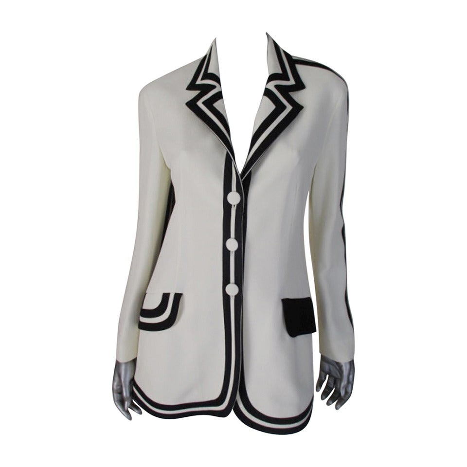 "vintage Moschino ""Cheap & Chic""white blazer with black trim For Sale"