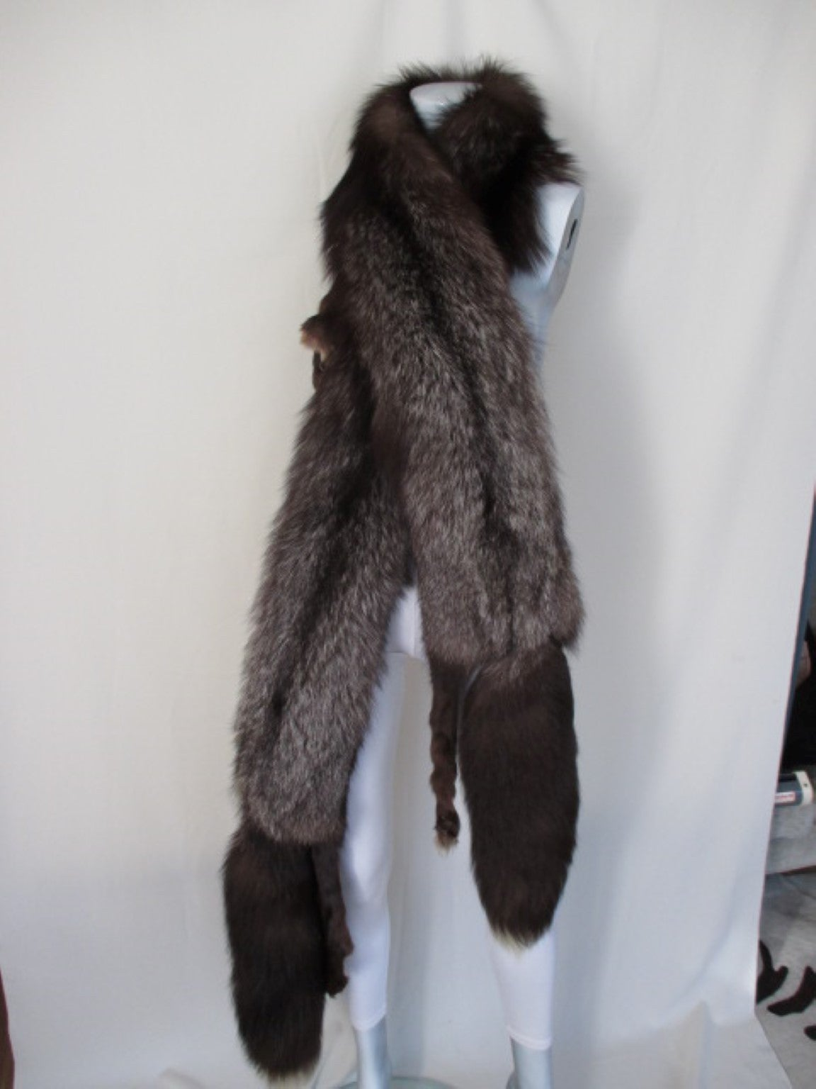 Stunning Silver fox fur stole In Excellent Condition For Sale In Amsterdam, NL