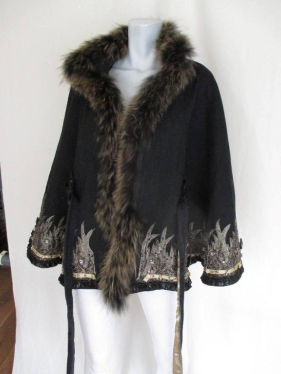 Embroidered belted cape with fox fur collar  For Sale 1