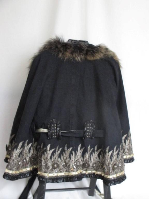 Embroidered belted cape with fox fur collar  For Sale 3
