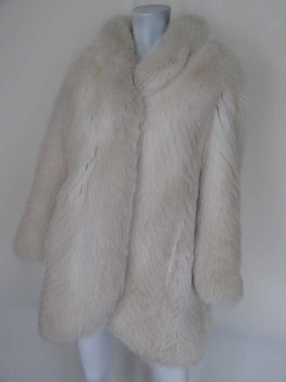 soft fox fur coat In Excellent Condition For Sale In Amsterdam, NL