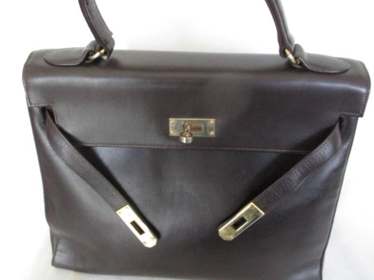 brown vintage leather bag with gold hardware In Good Condition For Sale In Amsterdam, NL