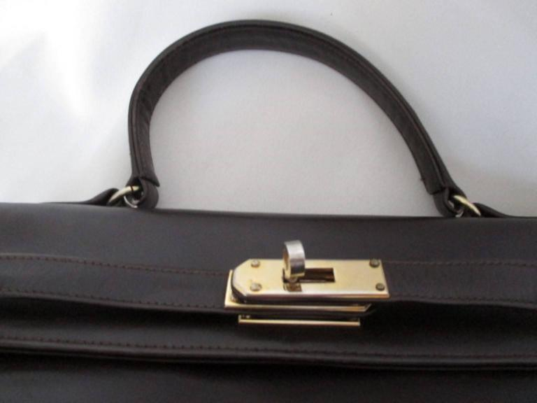 brown vintage leather bag with gold hardware For Sale 3