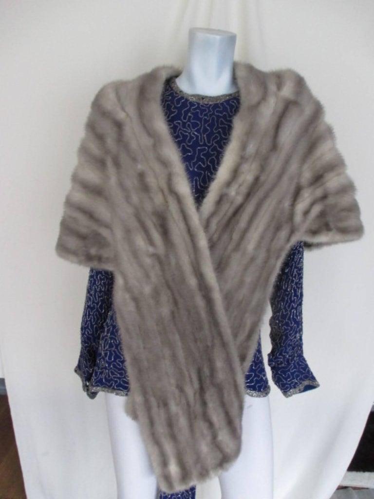 Women's or Men's vintage grey mink fur stole For Sale