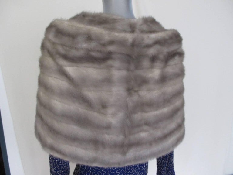 This stole is made of mink fur with 1 closing hook at the front and 2 side pockets. Name of former lady/owner is embroided in lining Its made by Gordon's , Seattle Its light to wear and in excellent vintage condition, only at the back of the collar