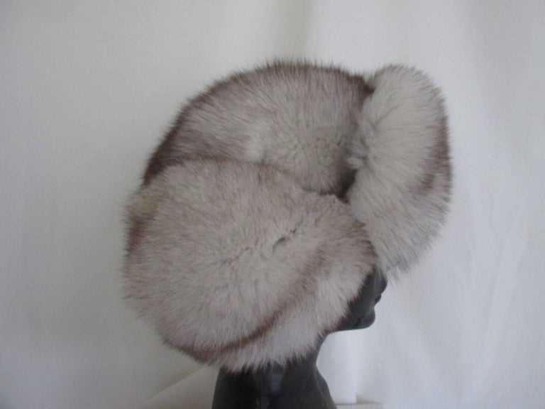 arctic fox fur trapper hat In Excellent Condition For Sale In Amsterdam, NL