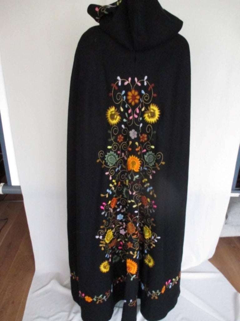 Black Embroidered Vintage Cape with Hood In Good Condition For Sale In Amsterdam, NL