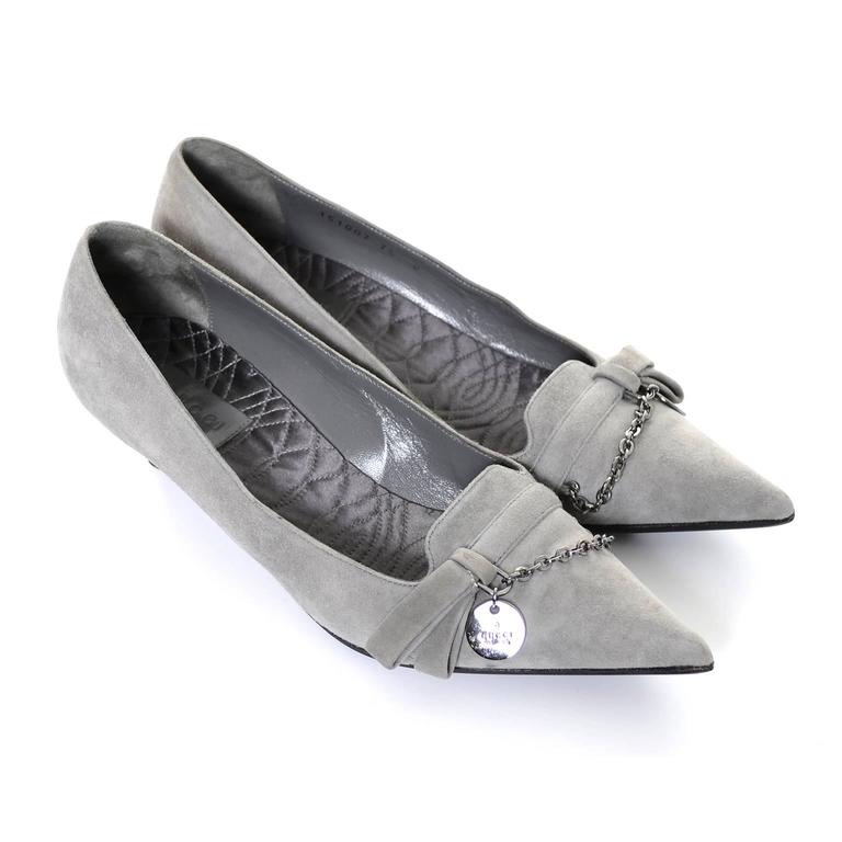 NEW Vintage Gucci Gray Suede Shoes Chain Detail Kitten Heels Medallion 7.5 B In New Never_worn Condition For Sale In Portland, OR