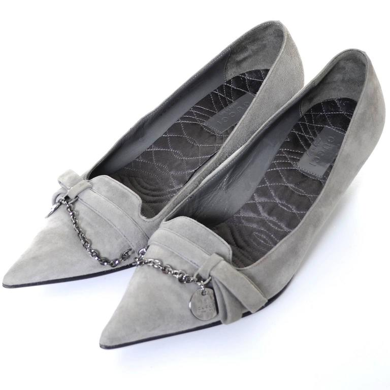 NEW Vintage Gucci Gray Suede Shoes Chain Detail Kitten Heels Medallion 7.5 B For Sale 2