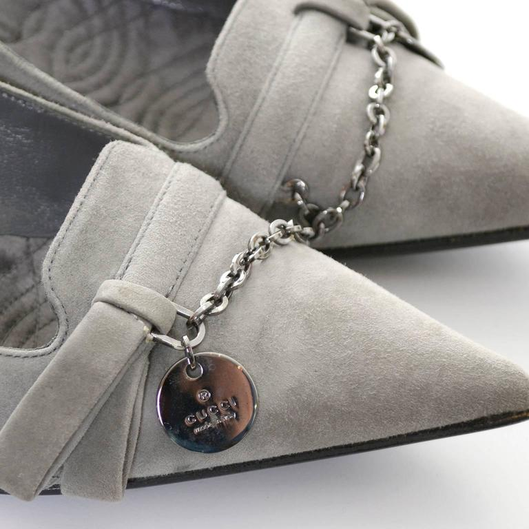 NEW Vintage Gucci Gray Suede Shoes Chain Detail Kitten Heels Medallion 7.5 B For Sale 1