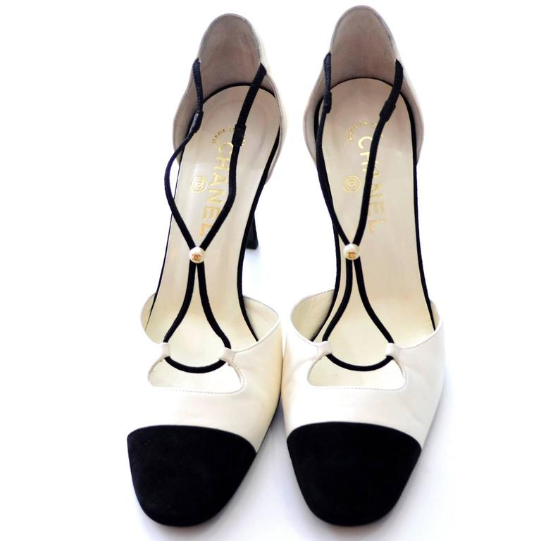 Chanel Ivory Leather Black Suede Cross Strap Heels Shoes In Box 39.5 Cap Toe In Excellent Condition For Sale In Portland, OR