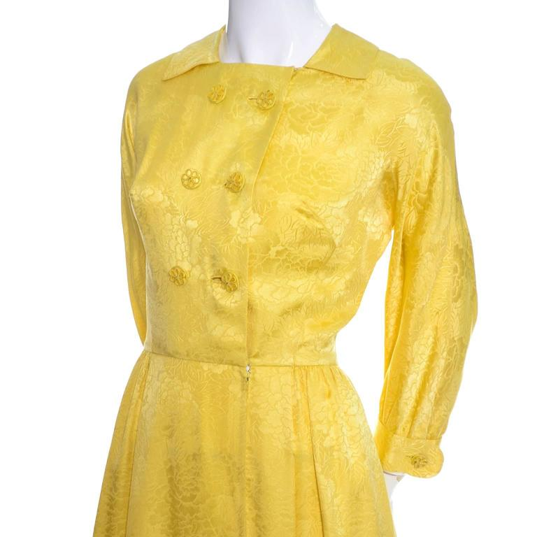 1960s Dynasty Vintage Hostes Gown Robe in Yellow Silk Jacquard Floral Hong Kong In Excellent Condition For Sale In Portland, OR