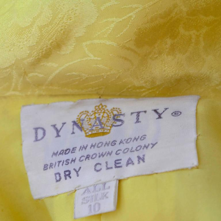 1960s Dynasty Vintage Hostes Gown Robe in Yellow Silk Jacquard Floral Hong Kong For Sale 2
