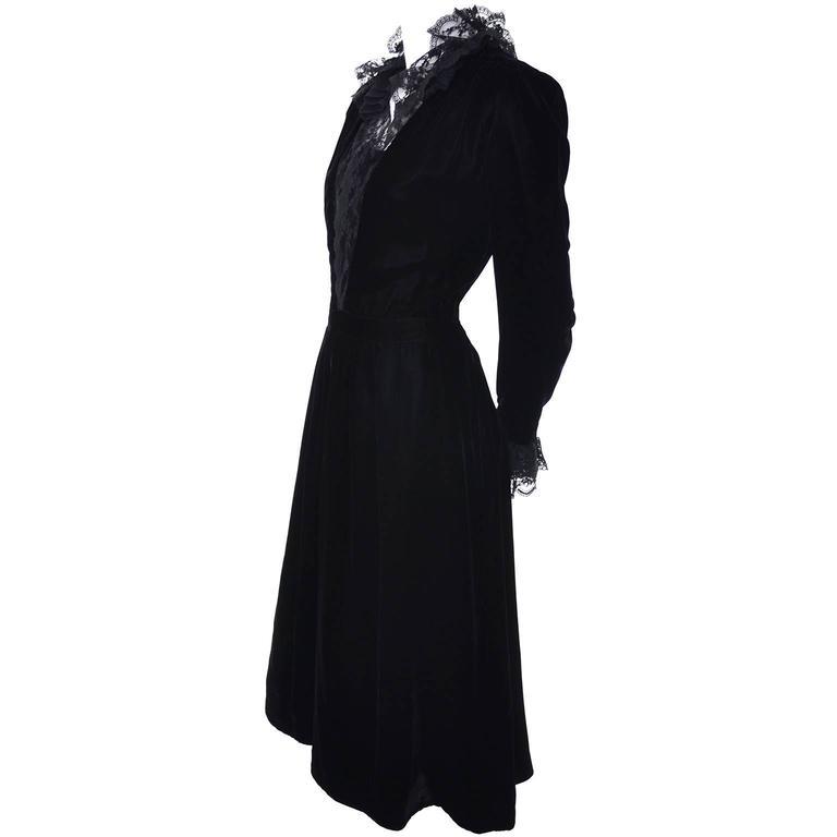 Albert Nipon Vintage Black Velvet Lace Dress 1970s Victorian Renaissance 12 For Sale 1