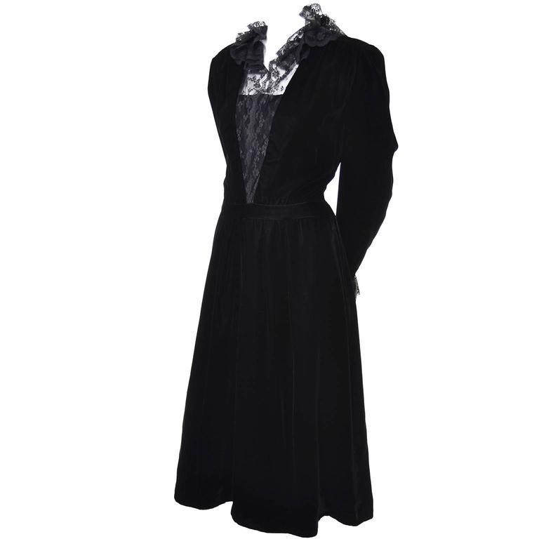 Women's Albert Nipon Vintage Black Velvet Lace Dress 1970s Victorian Renaissance 12 For Sale