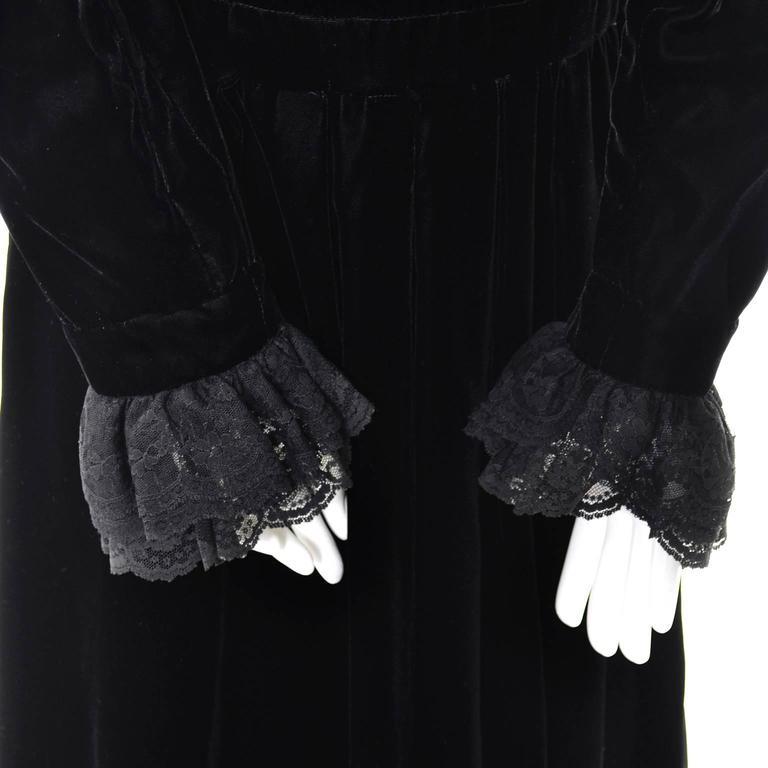 Albert Nipon Vintage Black Velvet Lace Dress 1970s Victorian Renaissance 12 For Sale 2