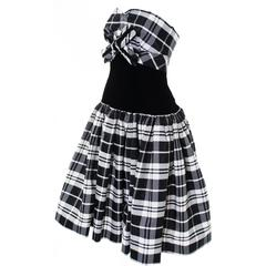 Victor Costa Vintage Strapless Dress in Black & White Tartan Plaid Velvet Size 2