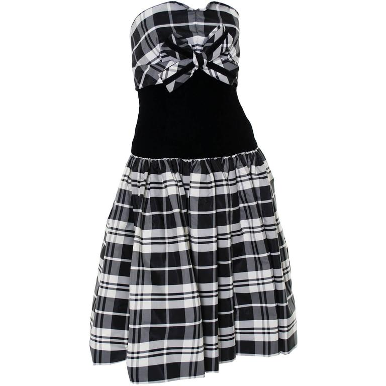 Victor Costa Vintage Strapless Dress in Black & White Tartan Plaid Velvet Size 2 4
