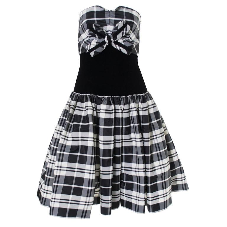Victor Costa Vintage Strapless Dress in Black & White Tartan Plaid Velvet Size 2 3