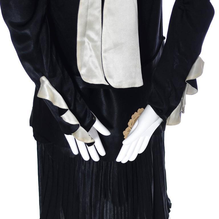1920s Black Silk Vintage Dress Rose Lace Appliques Knife Pleated Skirt xxs For Sale 2