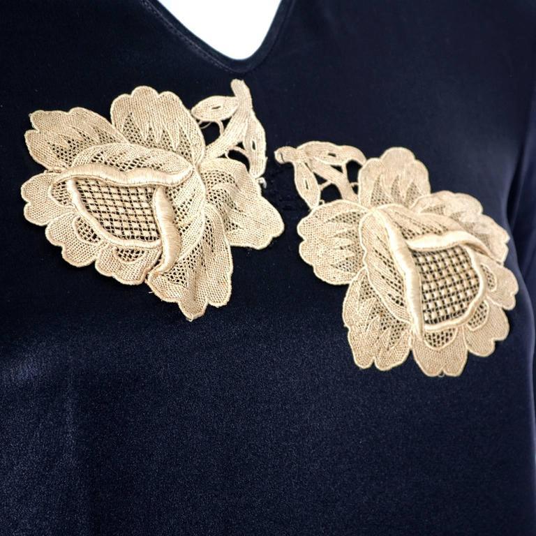 1920s Black Silk Vintage Dress Rose Lace Appliques Knife Pleated Skirt xxs For Sale 3