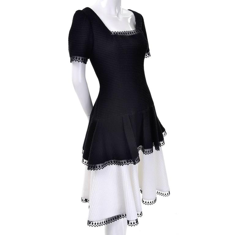 1980s Victor Costa Vintage Dress Lou Rose Montecito Black White Waffle Weave 8  In Excellent Condition For Sale In Portland, OR