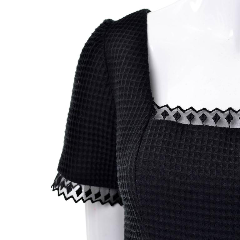 1980s Victor Costa Vintage Dress Lou Rose Montecito Black White Waffle Weave 8  For Sale 2