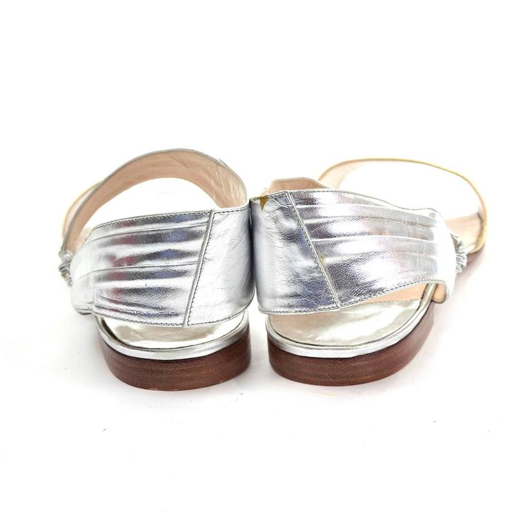 New Vintage Manolo Blahnik London Shoes Gold Silver Metallic Sandals 38.5 In New never worn Condition For Sale In Portland, OR