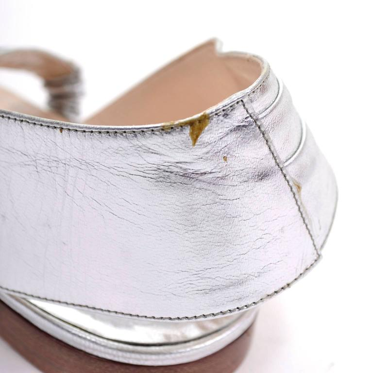 New Vintage Manolo Blahnik London Shoes Gold Silver Metallic Sandals 38.5 For Sale 2