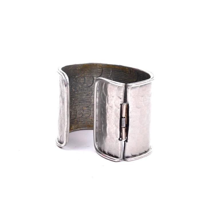 1970s Pauline Trigere Signed Vintage Hinged Hammered Cuff Bracelet  For Sale 4