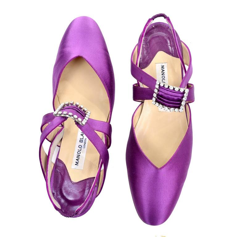 Women's New Vintage Manolo Blahnik Purple Satin Vintage Shoes With Rhinestone Buckles 39 For Sale