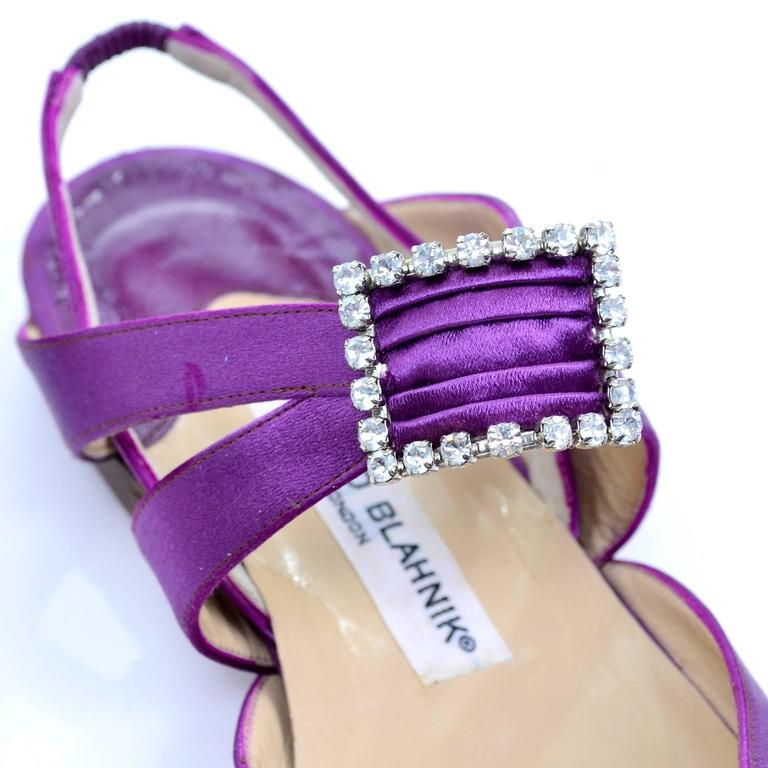 New Vintage Manolo Blahnik Purple Satin Vintage Shoes With Rhinestone Buckles 39 In New Condition For Sale In Portland, OR