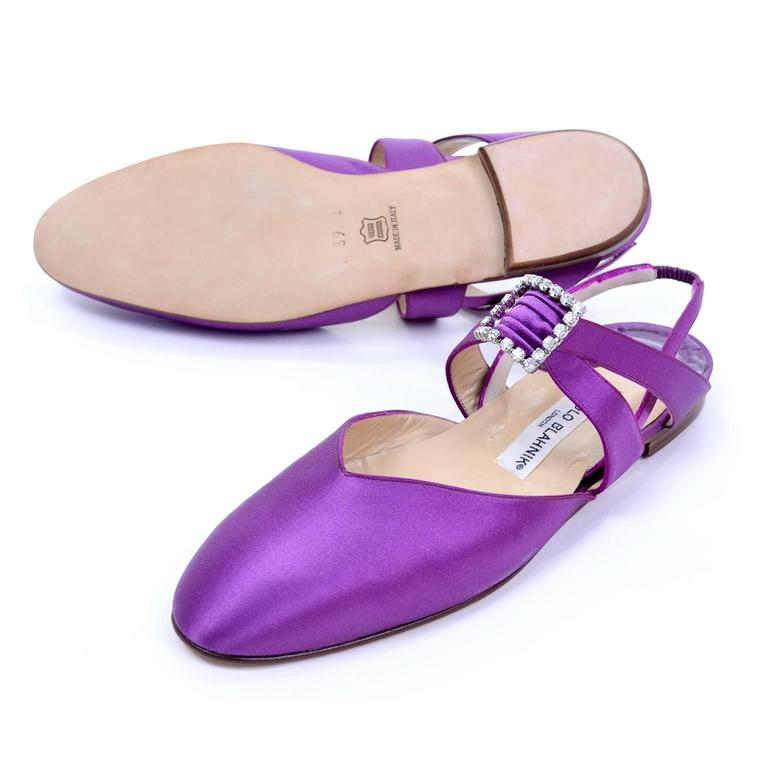 New Vintage Manolo Blahnik Purple Satin Vintage Shoes With Rhinestone Buckles 39 For Sale 1