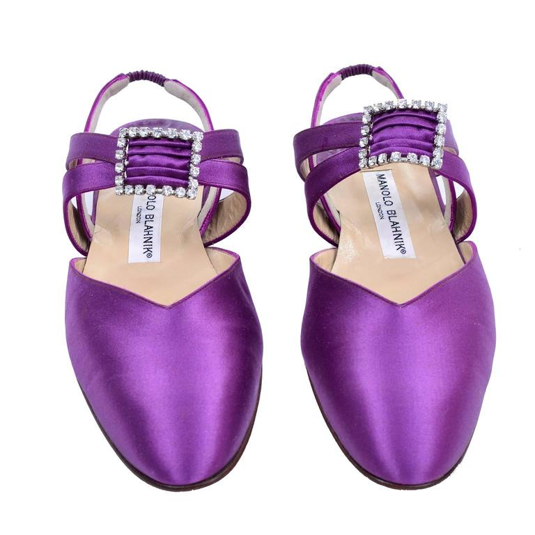 New Vintage Manolo Blahnik Purple Satin Vintage Shoes With Rhinestone Buckles 39 For Sale 2
