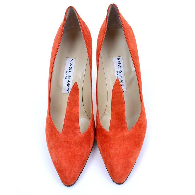 Rare Vintage Orange Suede Manolo Blahnik Fall Shoes w/ Flame Size 38.5 In Excellent Condition For Sale In Portland, OR