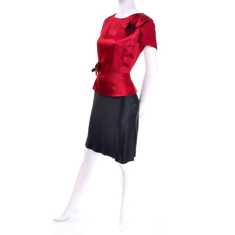 Women's Vintage Moschino Red and Black Color Block Dress With Mini Peplum and Flower For Sale