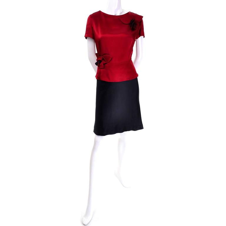 Vintage Moschino Red and Black Color Block Dress With Mini Peplum and Flower For Sale 2