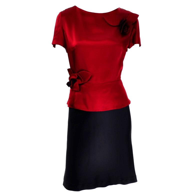 Vintage Moschino Red and Black Color Block Dress With Mini Peplum and Flower For Sale 3