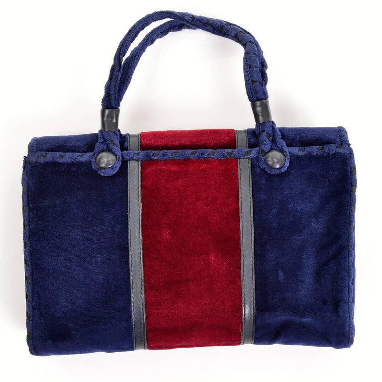 Rare 1960s L Righini Via Condotti Roma Blue & Burgundy Vintage Velveteen Handbag In Excellent Condition For Sale In Portland, OR