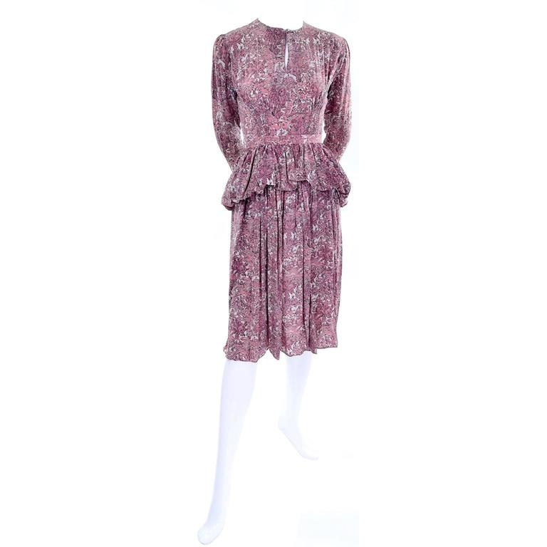 Women's 1940s Vintage Silk Dress in Rose Mauve Toile Novelty Print with Peplum For Sale