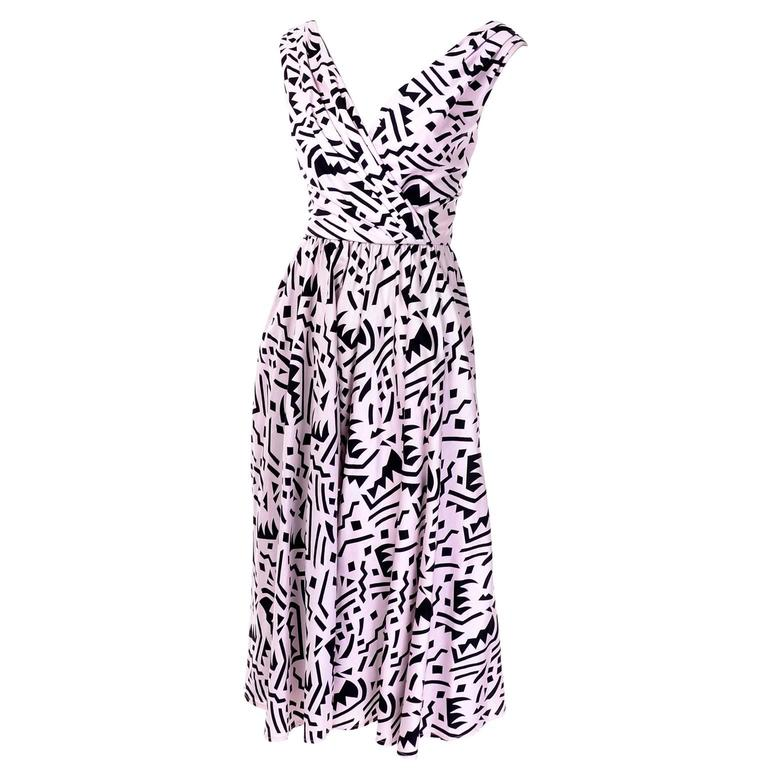 Women's 1980s Lillie Rubin Vintage Dress in Pink and Black Graphic Abstract Cotton Print For Sale