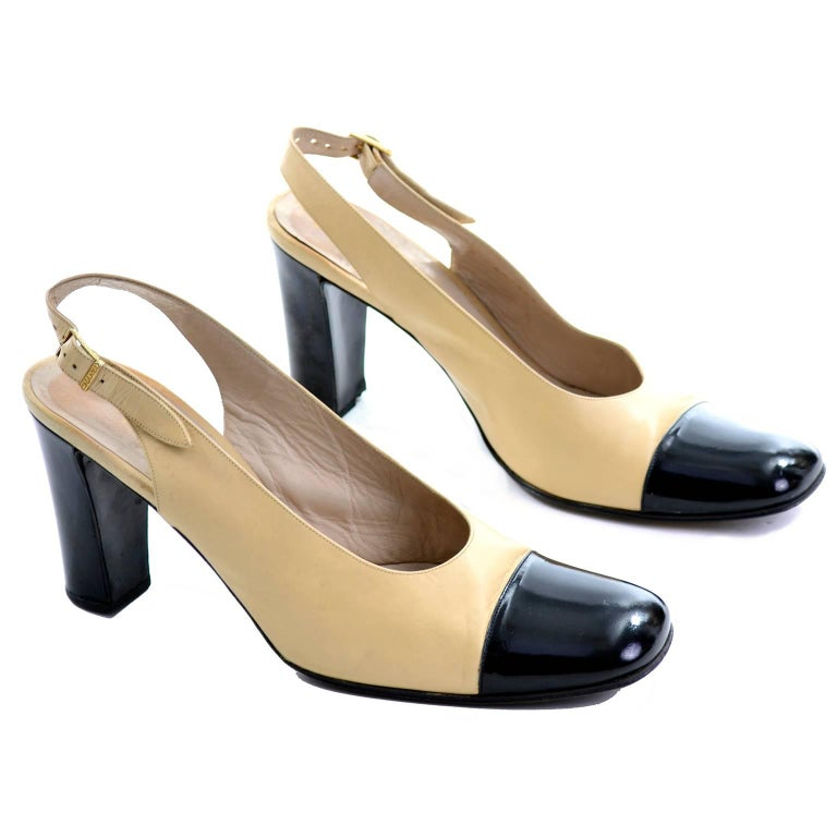 Chanel Vintage Cream and Black Slingback Block Heel Shoes 39.5 In Excellent Condition For Sale In Portland, OR